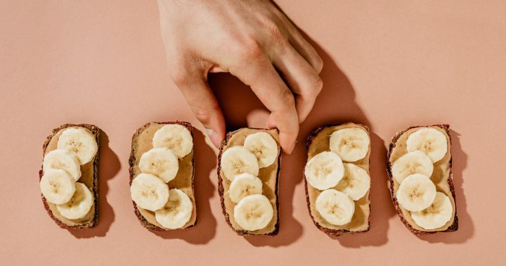 """5 """"Healthy"""" Foods That May Contain Sneaky Sugar, From A Celeb Nutrition Expert"""