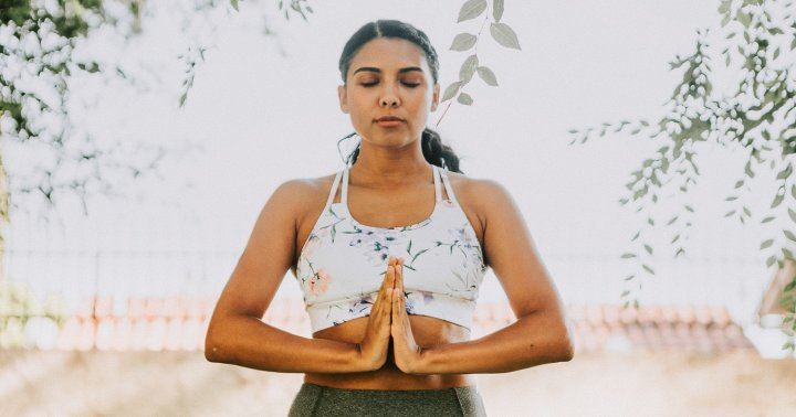 A Mindfulness Teacher's Go-To Breathing Exercise To Stimulate The Vagus Nerve