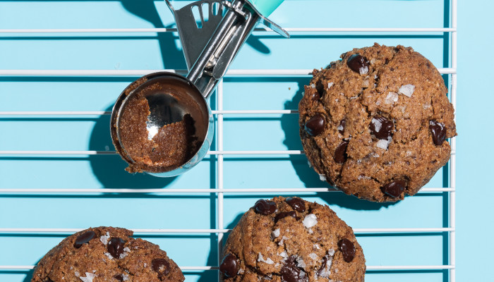 How To Make Paleo Chocolate Chip Cookie Dough (Yes, It's A Thing)