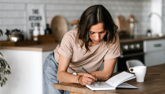 This 2-Minute Journaling Exercise Is Scientifically Proven To Boost Happiness
