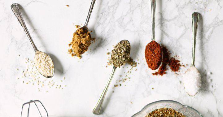 5 Anti-Inflammatory Spices This Functional Food Expert Recommends For Cooking