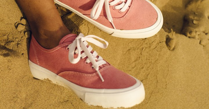 A 2-Ingredient Natural Shoe Refresher For Summer (So Long, Smelly Feet)