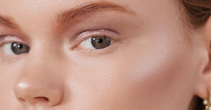 """For The Dewiest Natural Glow, May We Suggest The """"Reverse Makeup"""" Hack?"""