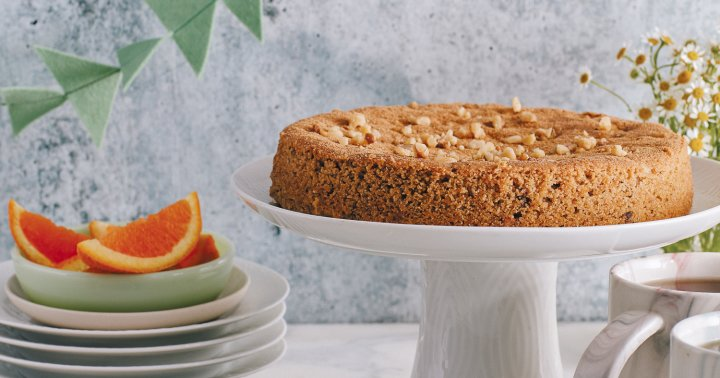 Enjoy The Flavors Of Fall With This Healthy Olive Oil Walnut Spice Cake