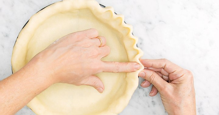 Crimping Is The Easy Pro-Tip You Need For Making A Holiday-Worthy Pie