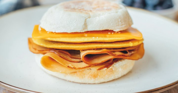 A Simple Vegan Breakfast Sandwich Recipe You'll Want To Make Weekly