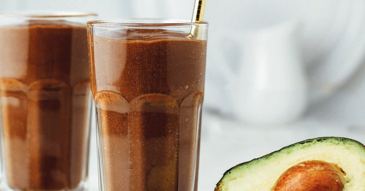 Sneak In Your Veggies With This Avo Chocolate Smoothie Is A Sweet Way To