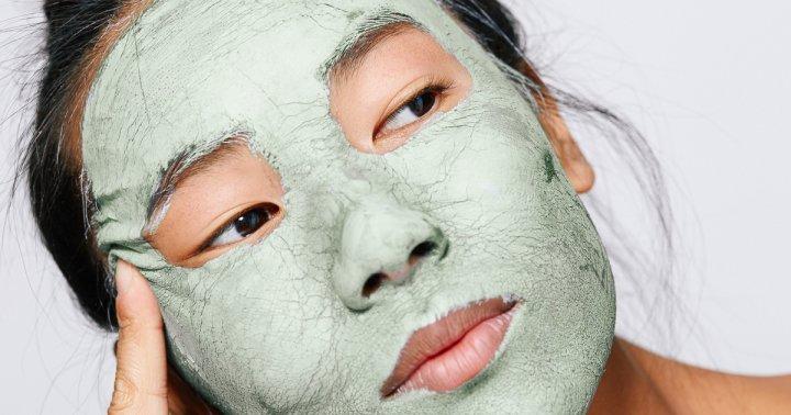 Clogged Pores? 4 DIY Blackhead Masks To Erase Those Pesky Plugs