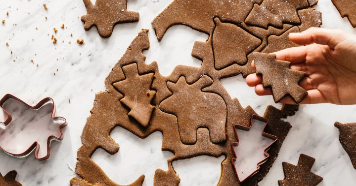 These Healthy Gingerbread Cookies Are Anti-Inflammatory & Taste Better Than Sugar-Filled Ones - mindbodygreen.com