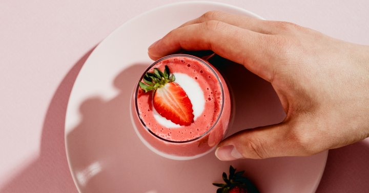 A Wellness Editor's AM Smoothie She Swears Gives Her Glowing Skin & Thick Hair
