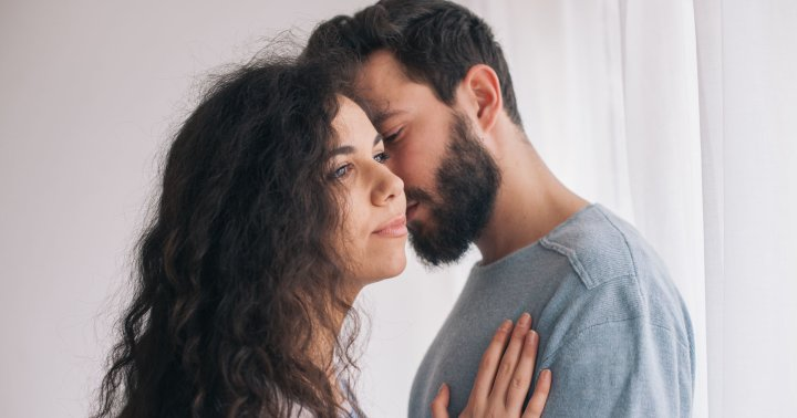 Can Your Attachment Style Change Over Time? A Therapist Explains