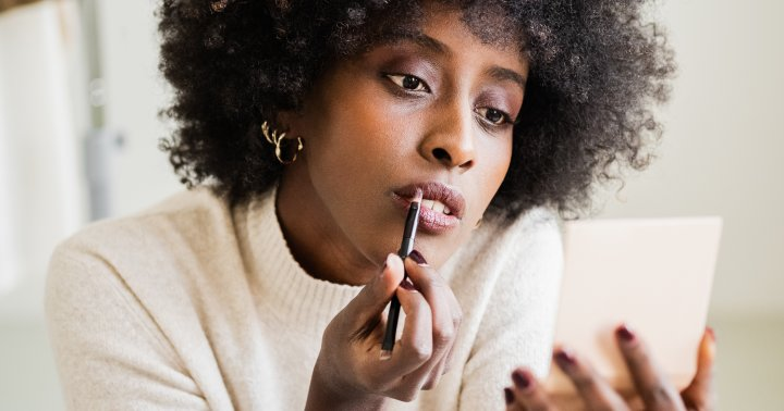 Exactly How To Nail The Blurred Lip For A Just-Bitten Finish, From A Makeup Artist