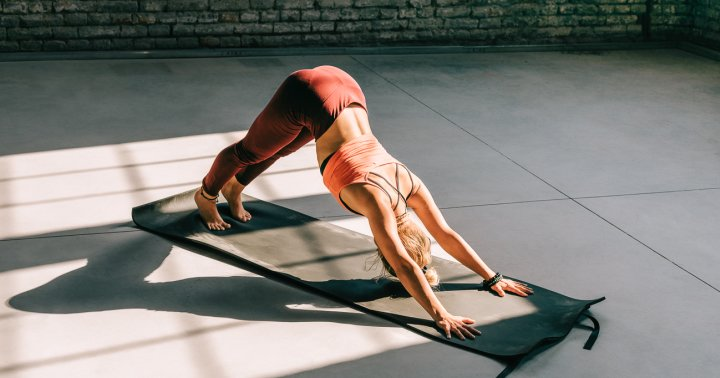 Get The Best Of Yoga & Barre With This 10-Minute Home Workout