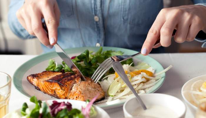 How to Eat to Prevent Alzheimer's, According To A Neuroscientist