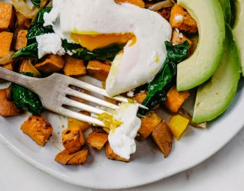 The Best Breakfast To Eat On Your Wedding Day (Or Any Day You Want To Look + Feel Damn Good)