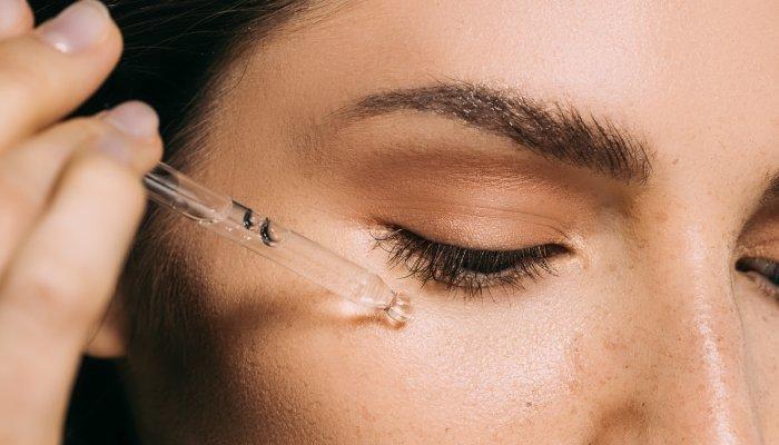 ¿Por qué no aplicar sueros de vitamina C sobre la piel húmeda?