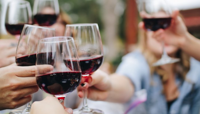 """Anxiety After Drinking Alcohol? Psychologists Explain Why Some Get """"Hangxiety"""" – Abby Moore, mindbodygreen"""