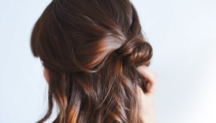 Strengthen & Restore Your Hair With This Easy End-Of-Summer DIY Treatment