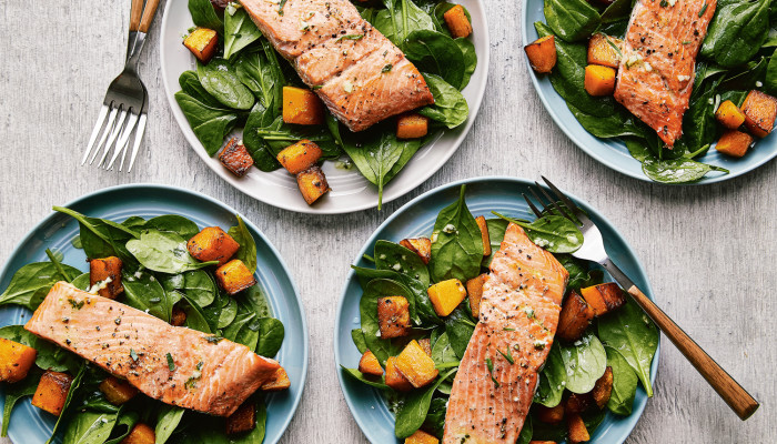 Load Up On Anti-Inflammatory Nutrients With This Salmon Spinach Salad