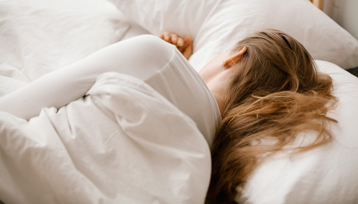 Over 40 & Trouble Sleeping? Here Are 7 Tips From A Hormone Expert