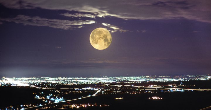 Tonights Full Moon In Gemini Says Its Time To Party - Mindbodygreen-7140