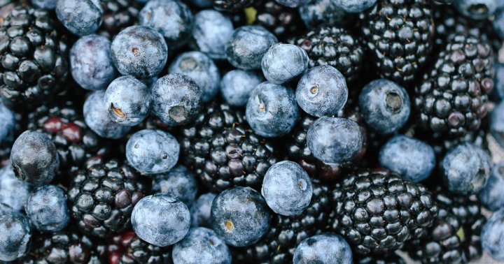 Why We Should All Eat More Berries, According To A Gut Expert
