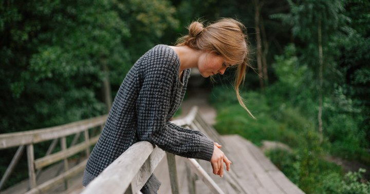 11 Steps To Stop Thinking About Someone, From Relationship Experts