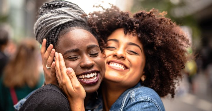 """11 Qualities Of A Good Friend & The Types Of """"Friends"""" To Avoid"""