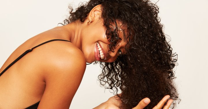 How To Use Leave-In Conditioners: Tips & The Best Options For Each Hair Type