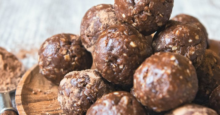 These Quick & Easy Protein Bites Are Perfect For Plant-Based Snacking