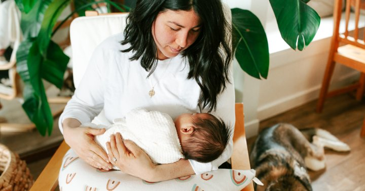 Postpartum Hair Loss? 5 Tips To Sprout Your Full, Pre-Pregnancy Locks