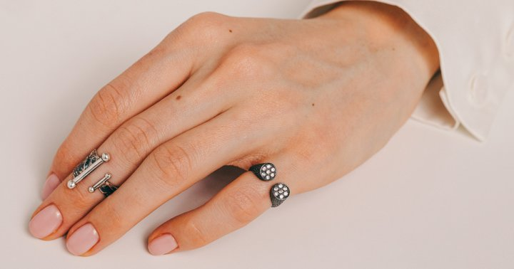 Ridges In Fingernails Form As You Age — How To Treat Them Naturally