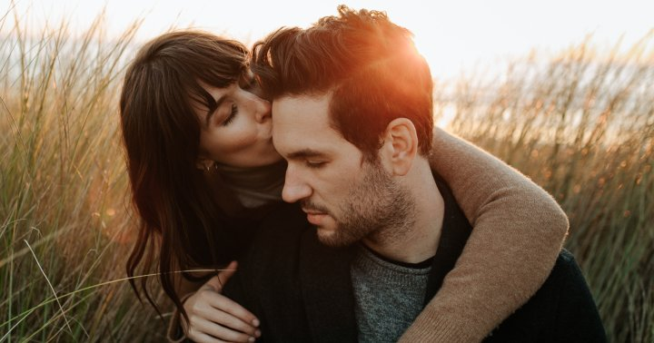 The Science Behind Why Humans Kiss Each Other & Why It Feels Good