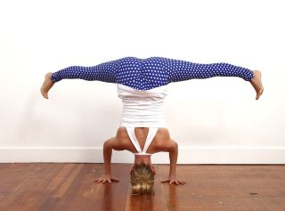 10minute invigorating yoga sequence  mindbodygreen