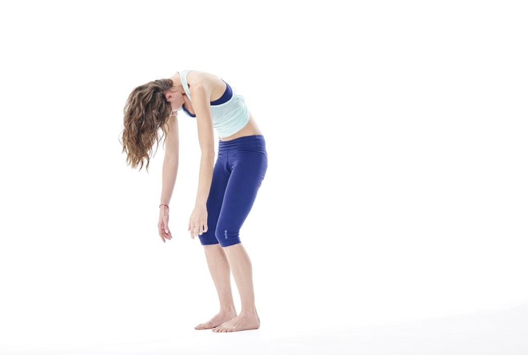 roll up standing - gerakan yoga