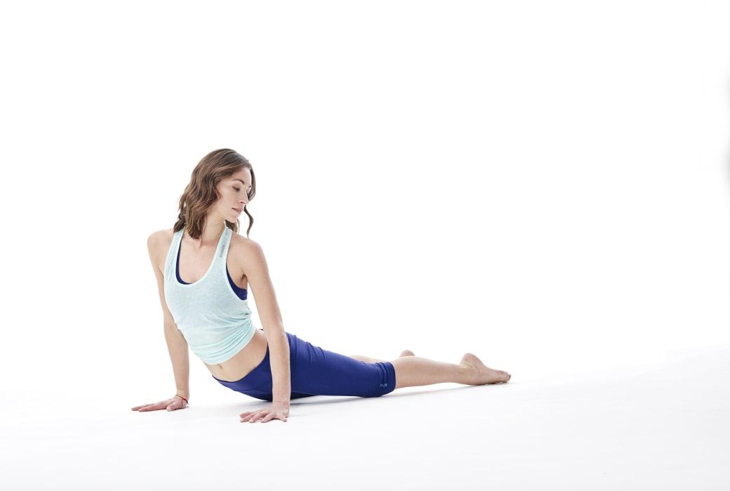 upward facing dog sway - gerakan yoga anti stres