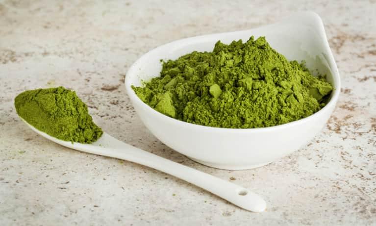 10 Powerful Health Benefits Of Moringa Powder + How To Use It
