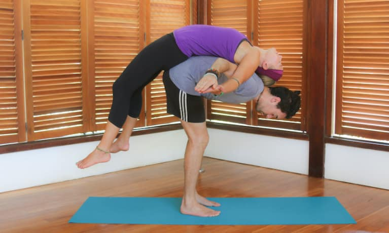 5 Couples Yoga Poses To Strengthen Your Relationship