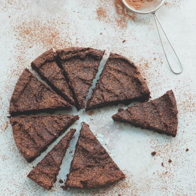 Deliciously Ella's 6-Ingredient Vegan Chocolate Cake Recipe