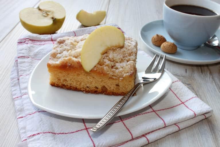 A Coffee Cake Recipe So Good You Won't Notice It's Vegan & Gluten-Free