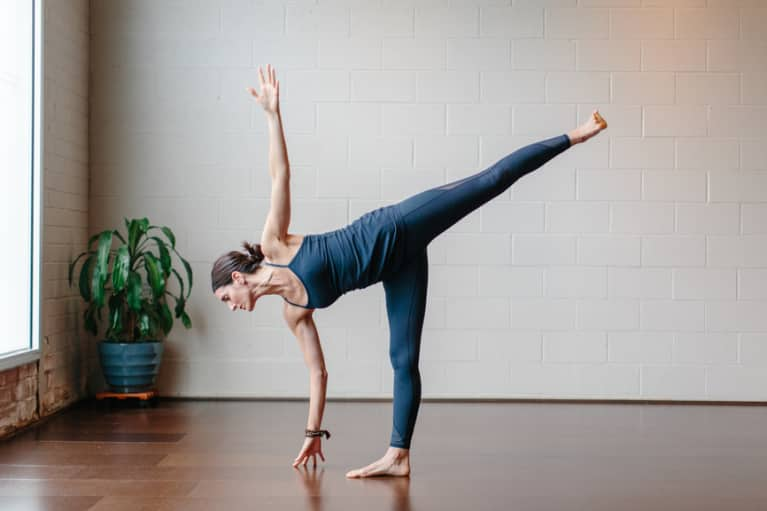 overcoming chronic pain through yoga the therapeutic art of mindful movement