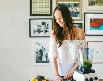 9 Easy Ways To Make Your Smoothies WAY More Gut-Healing (Straight From A Celebrity Nutritionist)