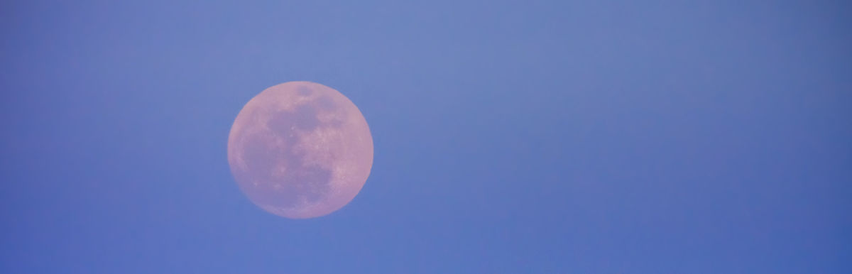 9 Ways To Tap Into The Wisdom Of Tonight's Full Moon In Capricorn Hero Image