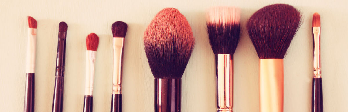 A Simple, All-Natural Technique For Cleaning Your Makeup Brushes Hero Image