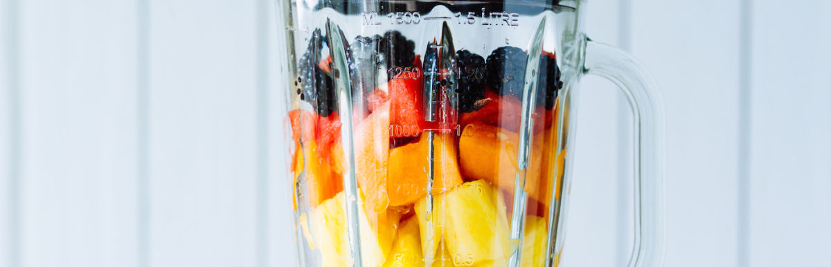 A Ridiculously Refreshing Summer Smoothie For Glowing Skin Hero Image