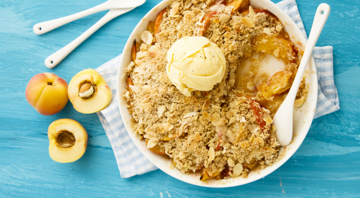 The 6-Ingredient Vegan Peach Cobbler You'll Want To Make Tonight Hero Image