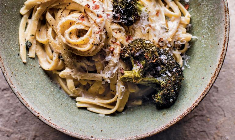 This Fettucine Alfredo Has A Secret Ingredient That Makes It SUPER Healthy (And Vegan!) Hero Image