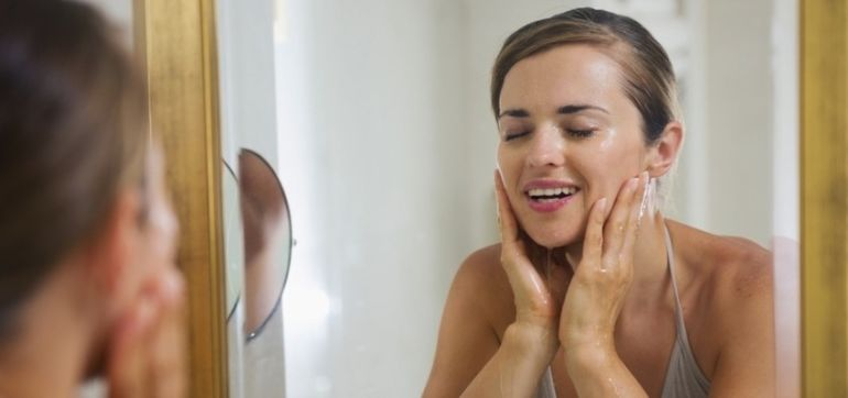 5 Natural Ways To Clear Up Your Acne In Time For The Holidays Hero Image