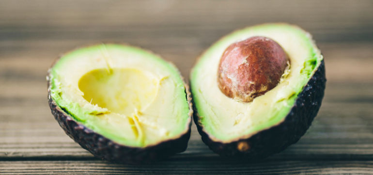 DIY: Antioxidant-Packed Avocado-Spirulina Face Mask Hero Image