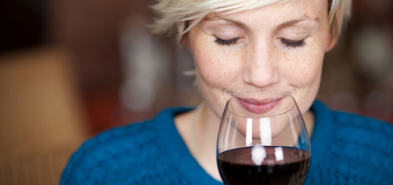 7 Ways Drinking Wine Can Improve Your Health & Happiness Hero Image